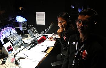 "Les JRI-AEFE dans la cabine ""speaker"" de l'auditorium de Radio France"