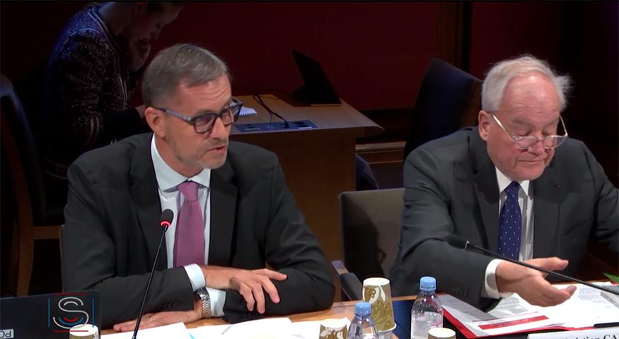 Le directeur de l'AEFE, ici aux côtés du sénateur Christian Cambon, président de la commission des affaires étrangères, de la défense et des forces armées du Sénat, le 4 décembre 2019.
