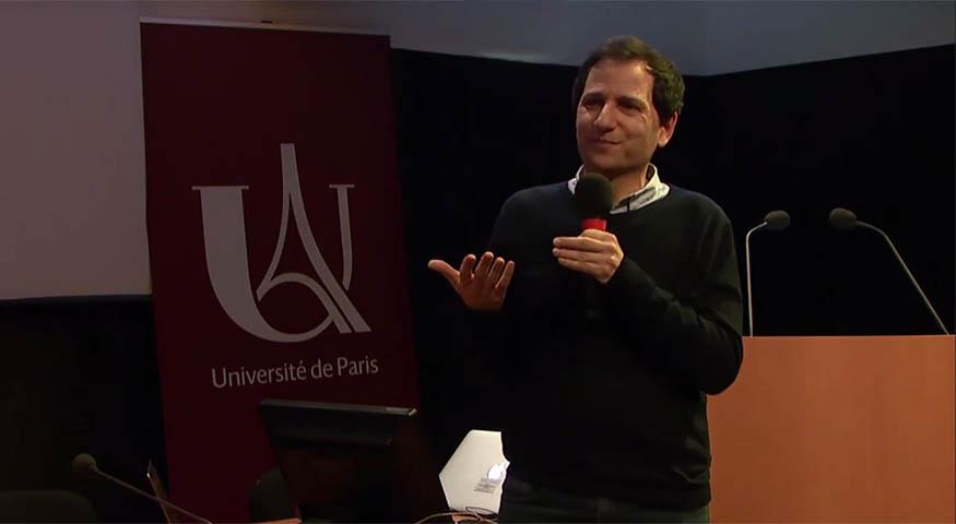 Julien Bobroff lors de sa conférence aux 27e Olympiades de physique