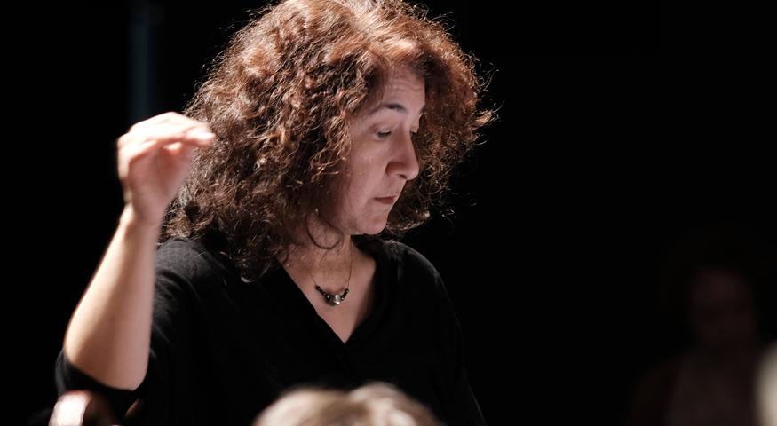 Adriana Tanus, cheffe d'orchestre de l'Orchestre des lycées français du monde