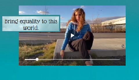 Image extraite d'une vidéo d'élèves du collège Stanislas au Canada représentant une jeune fille meurtrie de ne pouvoir jouer elle aussi au football