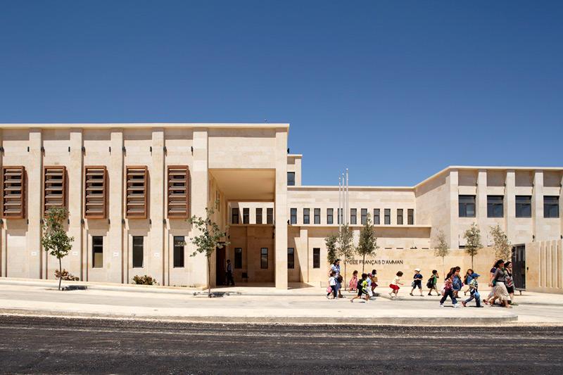 Façade de l'entrée du Lycée français international d'Amman.