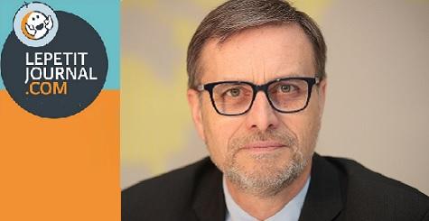 Visuel avec le logo du petitjournal.com et une photo-portrait du directeur de l'AEFE, Olivier Brochet