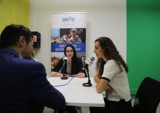 Photo de l'interview dans le studio de Web radio de l'AEFE