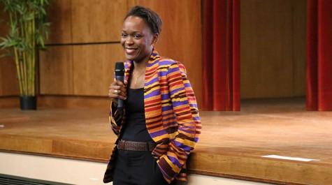 Dominique Tchimbakala, ici faisant une intervention lors de la réunion d'accueil des nouveaux boursiers Excellence-Major en 2016.