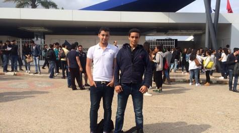 Ahmed Laftit et Hamza Oulhaj devant leur établissement.