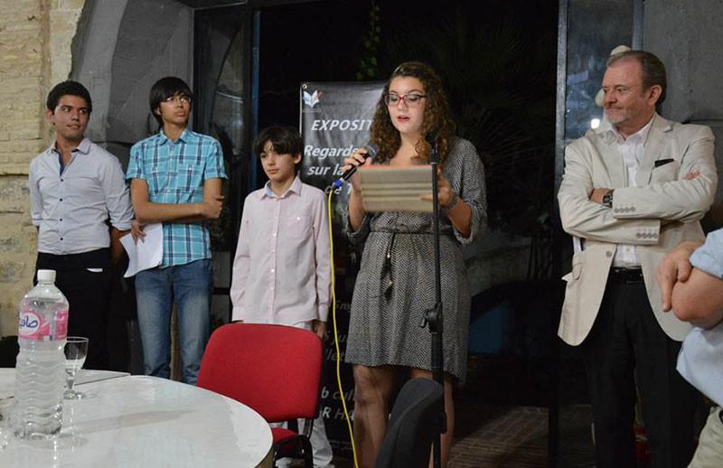 Les élèves inaugurent l'exposition Regards croisés sur la Médina de Tunis. © Lycée Pierre Mendès-France