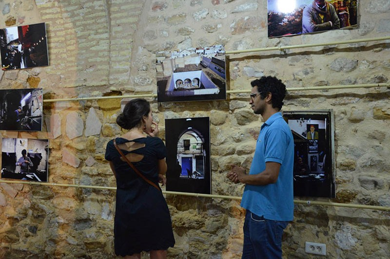 Médiation culturelle lors de l'exposition Regards croisés sur la Médina de Tunis. © Lycée Pierre Mendès-France