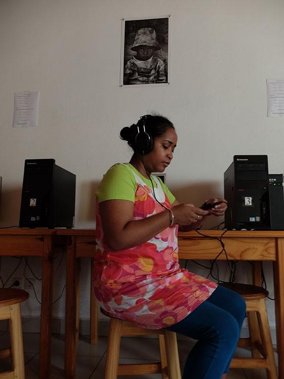 Vérification des enregistrements pour la bibliothèque sonore © Collège René Cassin de Fianarantsoa