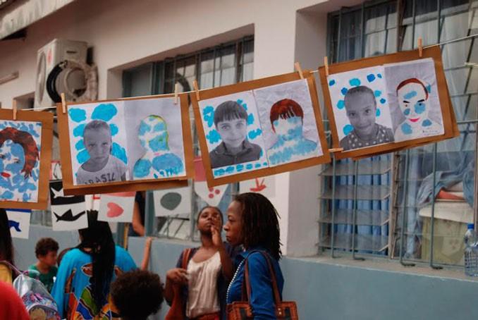 Un public captivé par les portraits artistiques des élèves © Lycée René-Descartes