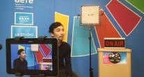 Interview de VuThéara Kham dans le studio de l'AEFE
