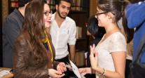 Échanges entre la présidente de l'ALFM et une jeune boursière Excellence-Major