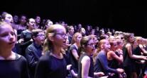 OLFM saison 3 à Paris : les choristes du  collège Pierre-Mendès-France de Marcoussis et du lycée français Marguerite-Duras d'Ho-Chi-Minh-Ville