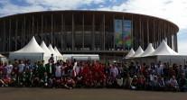 CMEFE 2014 : les participants du tournoi de Brasilia devant le stade de la capitale brésilienne