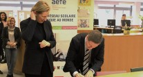 À La Haye, une signature de bail prometteuse