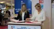 Au Salon européen de l'éducation 2013, l'AEFE et France Médias Monde officialisent leur partenariat