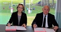 Signature d'une convention entre l'AEFE et la Fédération française de rugby à Marcoussis