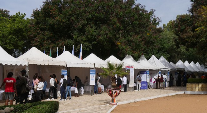 Salon Formations & 1er Emploi à Dakar : allée d'exposants
