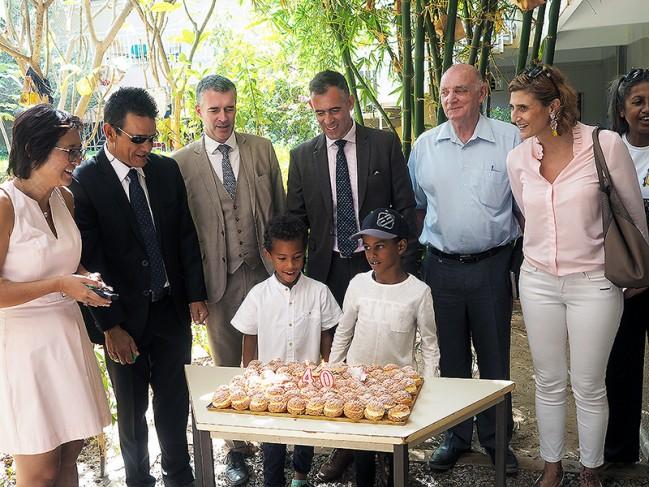 40 ans du lycée français Montaigne au Tchad : gâteau d'anniversaire