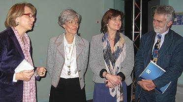 Mmes Descôtes (à G.) reçue par Mme Haigneré au Au Palais de la découverte.