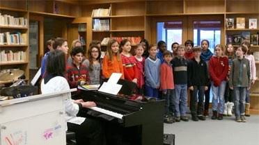 Chant choral interprété par des collégiens (classe de 5e).