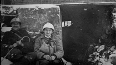 Soldats devant une casemate