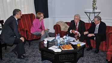 De gauche à droite : M. Kohima, président de l'association des