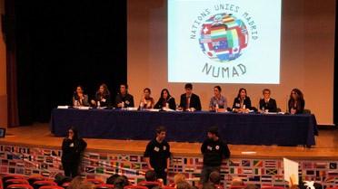 """Joutes oratoires et tribune des Nations-Unies reconstituée pour les """"NUMAD 2013"""""""
