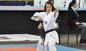 Nathalie Moreau en posture d'attaque