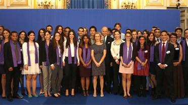Laurent Fabius et Hélène Conway-Mouret avec des étudiants de 5e année de bourse