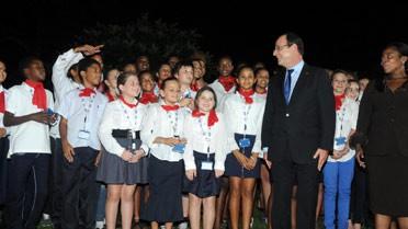 La chorale des élèves et le président