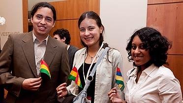 Trois étudiants boursiers Excellence-Major boliviens