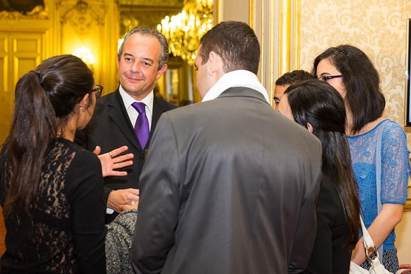Pierre Marchadier avec des étudiants