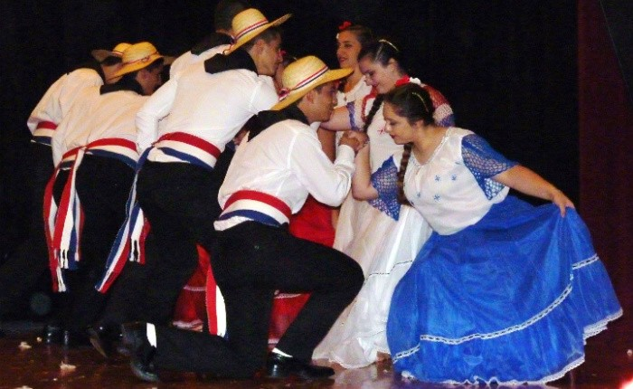 Démonstration de danse par l'équipe du Paraguay