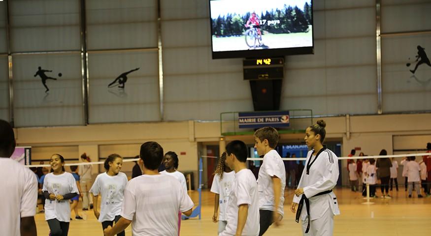 Atelier karaté et clip AEFE sur écran géant