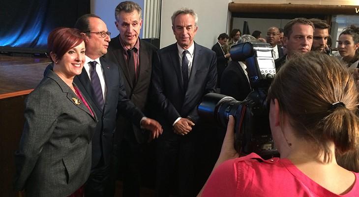 Le président avec des acteurs de l'enseignement français