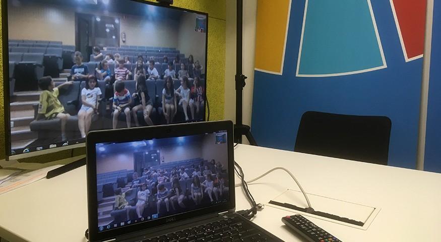 La classe vue à travers l'écran