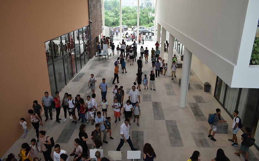 Hall du lycée français Alexandre-Yersin de Hanoï