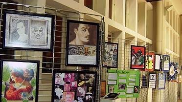 Photo: exposition de travaux d'élèves sur Gibran au centre culturel français