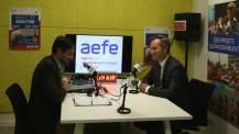 Visite de Jean-Baptiste Lemoyne à l'AEFE : au studio radio