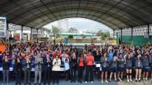 Rencontres de l'Aéropostale 2017 à Lima : les participants manifestant leur soutien à Paris 2024  lors de la cérémonie de clôture