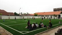 Inauguration des nouveaux locaux du lycée français international Josué-Hoffet de Vientiane : terrain de football