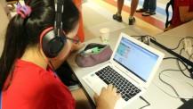 Nuit du code à Taipei : une élève programme son jeu vidéo