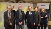 OLFM : photo des acteurs du projet de l'Orchestre des lycées français du monde lors de la signature de la convention AEFE - Radio France