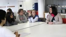 """Échanges entre une marraine """"Elles bougent"""" et des collégiennes au Lycée français de Madrid"""