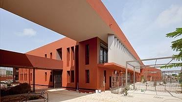 Les nouveaux bâtiments du lycée français Jean-Mermoz