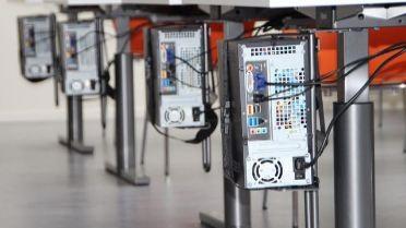 Un pôle médiatique doté d'un équipement informatique et multimédia.