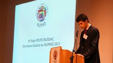 Le jeune Pablo Muyo Buissac dans son rôle de secrétaire général des NUMAD.