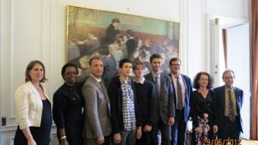 """Photo de groupe """"AEFE"""" dans le salon du ministère"""