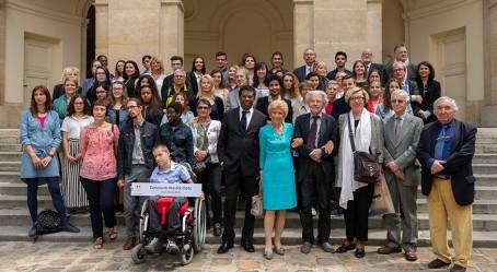 Dans la cour d'honneur de l'Institut de France